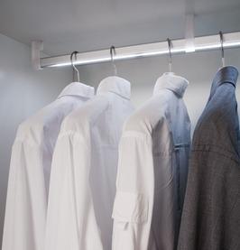 Kleiderstangen FREE 15/30 mm mit Lichtblende